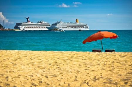 Beautiful beach in Philipsburg, Saint Martin, Carribean Islands Stock Photo - 15829586