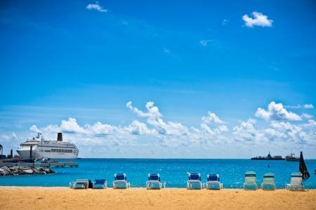 Beautiful beach in Philipsburg, Saint Maarten, Carribean Islands 免版税图像