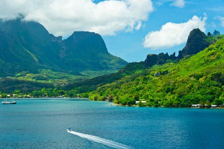 モーレア島、クック湾、フランス領ポリネシアの楽園のビュー