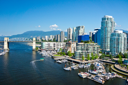 city park skyline: Beautiful view of Vancouver, British Columbia, Canada