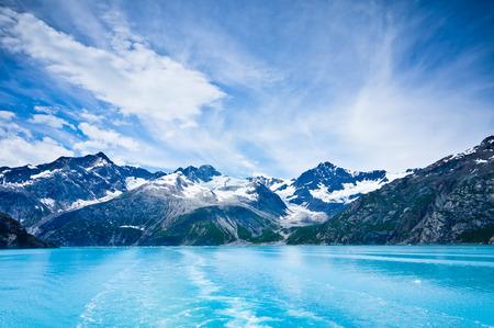 グレーシャーベイ アラスカの山中でアメリカ合衆国