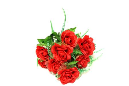 rosas rojas: Rosas rojas artificiales sobre un fondo blanco
