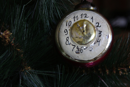 12 o'clock: Toy on the Christmas tree - the old clock