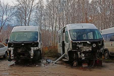bulkhead: Disassembled cars after the accident