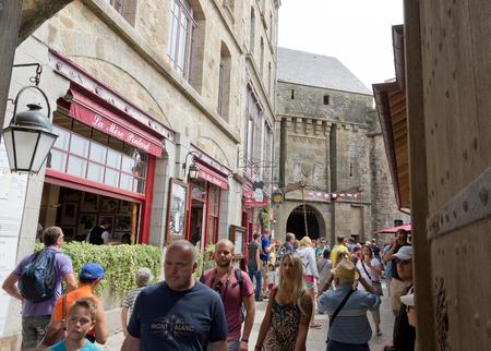 mont saint michel: tourists in Mont Saint Michel in france