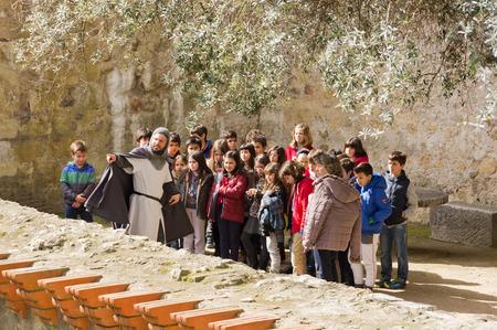 jorge: Group of children explores Castelo s. Jorge in Lisbon