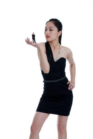 アジアの女性の彼女の日付をサイズ変更