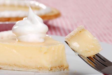 tourtes: piq�re de tarte � la cr�me de banane sur une fourchette Banque d'images