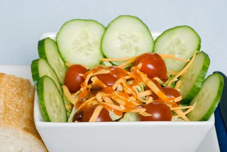 tossed salad with cheddar cheese and dressing 스톡 콘텐츠