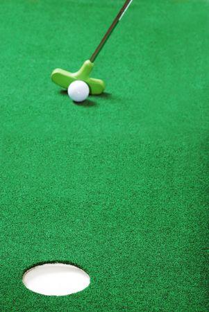 putting focus on hole