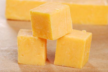 queso cheddar: cubos de queso cheddar superficial GDL Foto de archivo