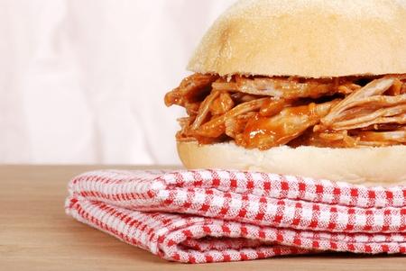barbecue ribs: macro tirado sandwich de carne de cerdo
