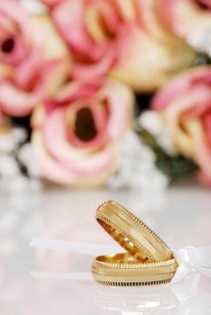 Des bandes de mariage en or Banque d'images - 10944172