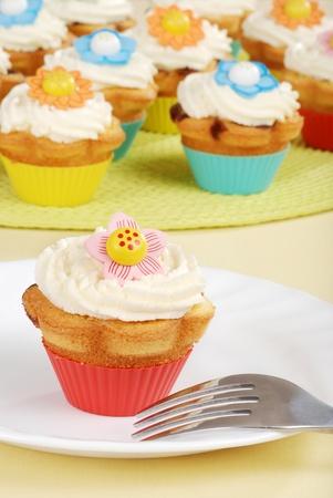 Springtime flower cupcakes photo