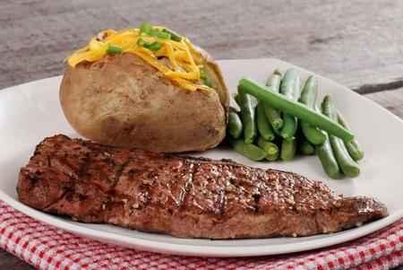 close-up barbecue biefstuk met groenten