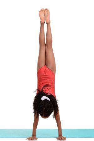 young girl doing gymnastics handstand Zdjęcie Seryjne