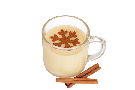 eggnog with cinnamon snowflake 免版税图像