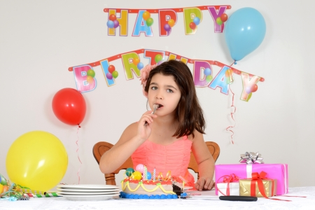 finger licking: Child eating birthday cake