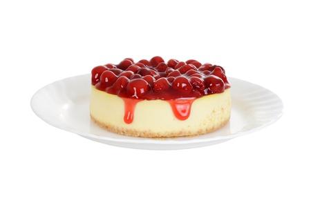 Cherry cheesecake geïsoleerd