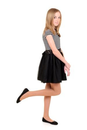 검은 색과 흰색 드레스와 여자 아이