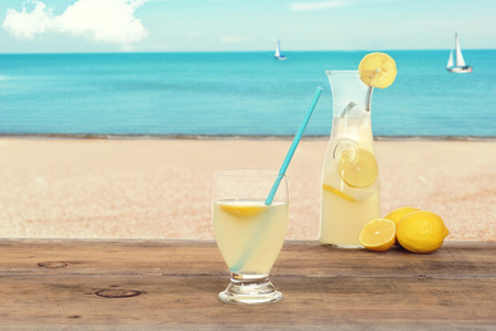 limonada: limonada helada en la playa
