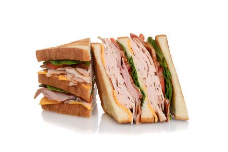 sandwich de pollo: lonchas s�ndwich club de pollo Foto de archivo