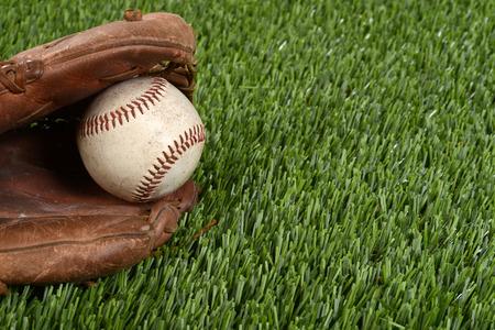 guante de beisbol: Primer del guante de b�isbol y la bola