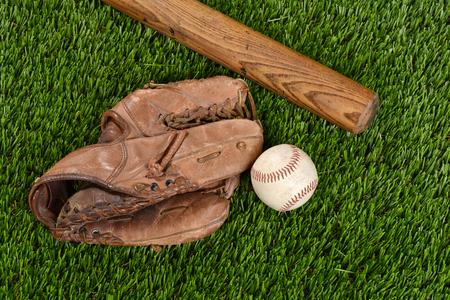 guantes: vista desde arriba del guante bate de béisbol y bola