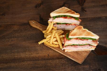 상위 뷰 토스트 치킨 클럽 샌드위치