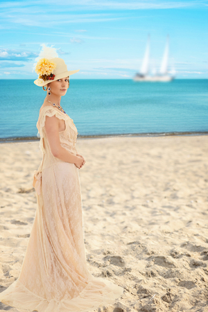 vestidos antiguos: Mujer del Victorian en la playa