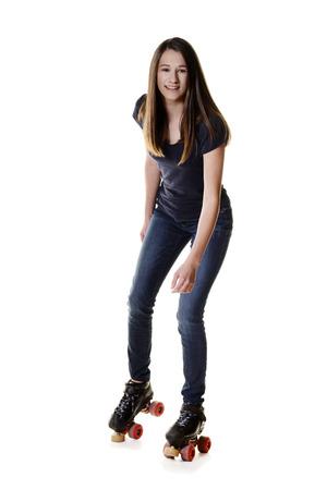 쿼드 롤러 스케이트에 사춘기 소녀 스톡 콘텐츠