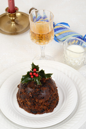 traditional christmas pudding with glass of wine 스톡 콘텐츠