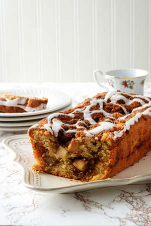 cut apple fritter loaf bread cake with icing Banque d'images