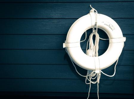 salvavidas: Caja de seguridad en el agua