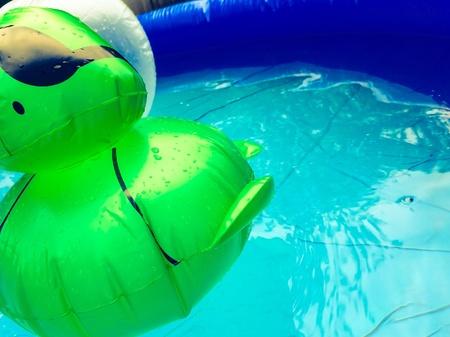 �ber Wasser: Flott im Wasser Lizenzfreie Bilder