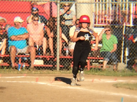 little league: Running to base