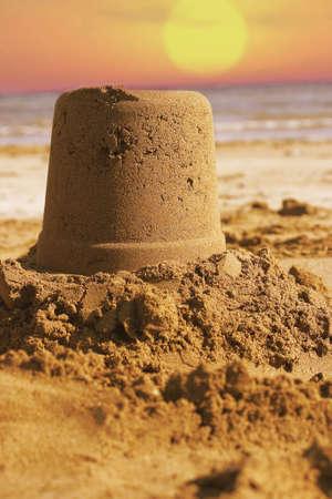 chateau de sable: Sand Castle - sur la plage. Banque d'images