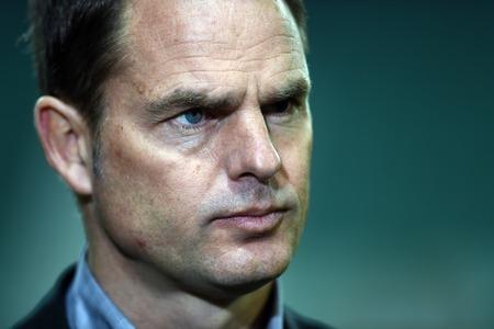 boer: Varsovia, Polonia - 26 de febrero 2015: jugar fuera del escenario de la UEFA Europa League Legia Varsovia Ajax Amsterdam Frank De Boer