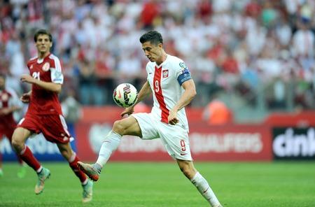 WARSAW, POLAND - JUNE 17, 2015: EURO 2016 EURO France Football Cup Qualifiers Scotland vs Georgia op Robert Lewandowski