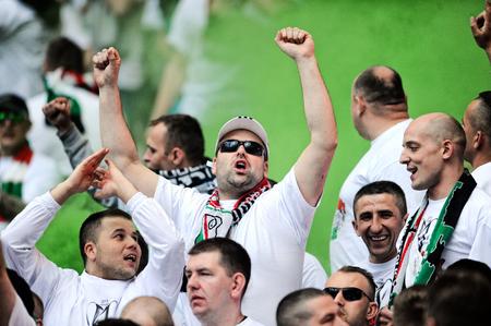 ultras: WARSAW, POLAND - MAY 02, 2015: Polish Football League Cup Final Legia Warsaw - Lech Poznan op: Legia fans supporters