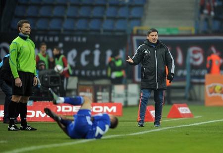 ruch: CRACOV, POLAND - OCTOBER 30, 2015: T-Mobile Extra League Polish Premier Football League Wisla Krakow - Ruch Chorzow op: Waldemar Fornalik