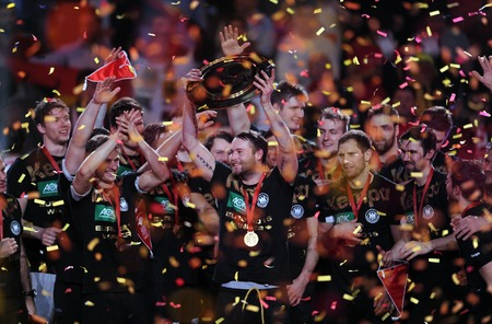 balonmano: Cracov, Polonia - 31 de enero, 2016: Hombres Federaci�n Europea de Balonmano EHF EURO 2016 Cracovia Tauron Arena Spainop Alemania: Alemania campeones de Europa de la runa de Dahmke Tobias Reichamann Editorial