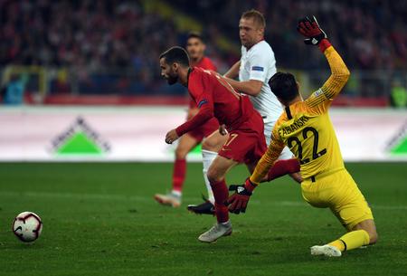 CHORZOW, POLAND - OCTOBER 11, 2018: UEFA Nations League Poland and Portugal / p: Rafa Silva (Portugal) Lukasz Fabianski (Poland) Stock Photo - 115120679
