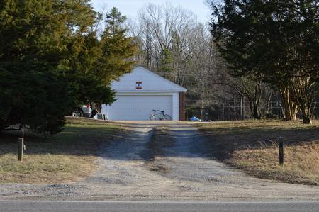 Gravel driveway for rural residence Reklamní fotografie