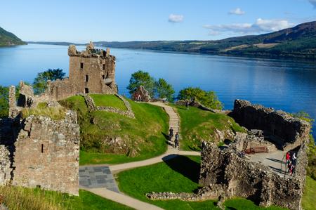 Rovine del castello di Urquhart di Loch Ness Archivio Fotografico