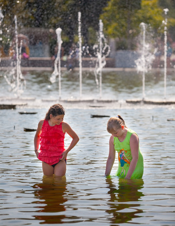 gorky: Mosca-July 31: Two girls standing in water on a background of a fountain in the Gorky Park on July 31, 2014 in Moscow.