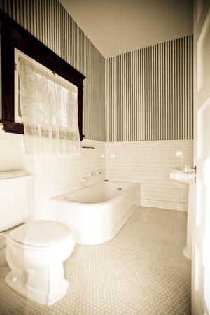 toilet sink: Viejo cuarto de ba�o, lavabo, ba�era y como Foto antigua