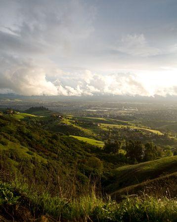 valley view: Citt� di San Jose, CA vicine colline e dopo aver superato tempesta  Archivio Fotografico