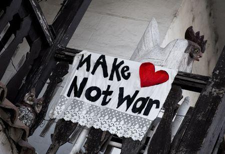 hacer el amor: Suscribirse protesta proclamaci�n Hacer el amor y no la guerra