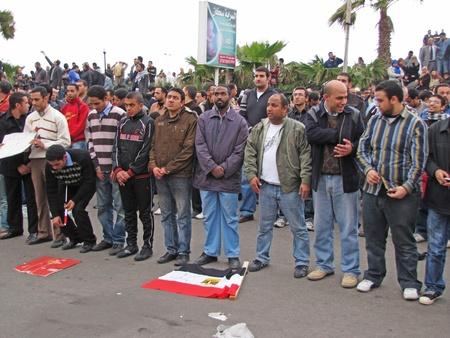 Alexandria, Egypt - February 04, 2011 - Demonstrators praying infront of Ibrahim Mosque  Stock Photo - 9144423